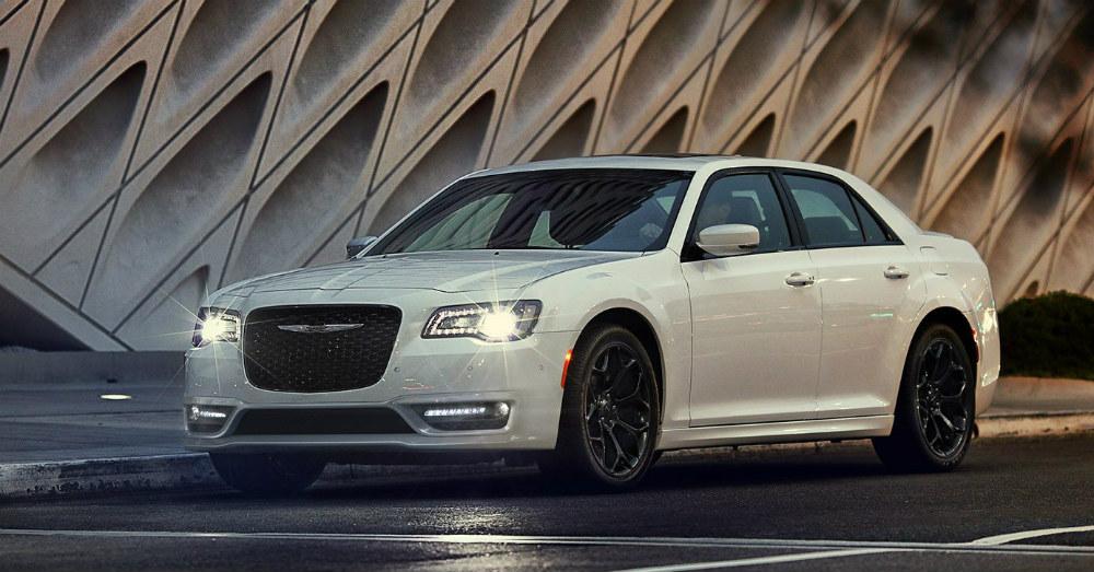 Luxury Sedan - Smooth Riding in the Chrysler 300